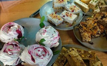 kiwi cabinet slice selection with meringues